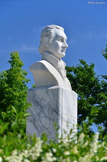 Памятник И. Варвакису (Варвацию)
